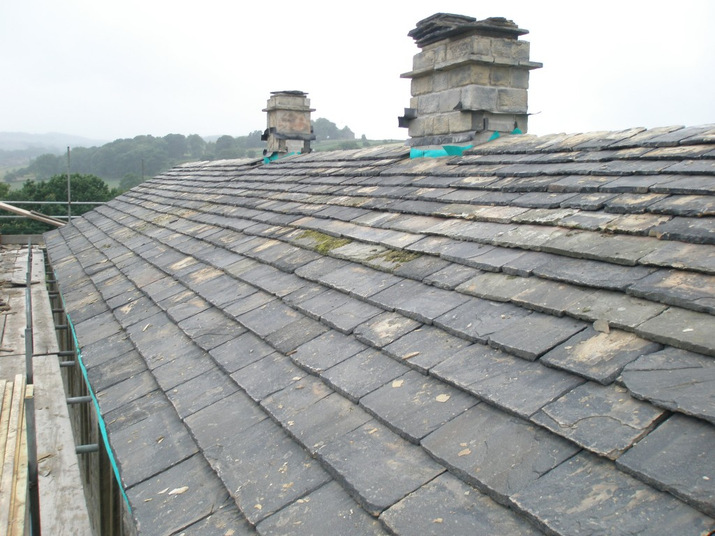 The rear of the roof is now complete.