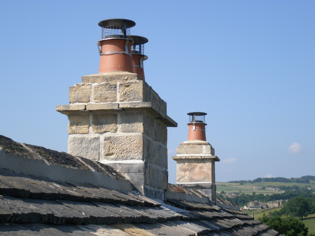 Chimneys now re-pointed using Nosterfield River sand and hydraulic lime.