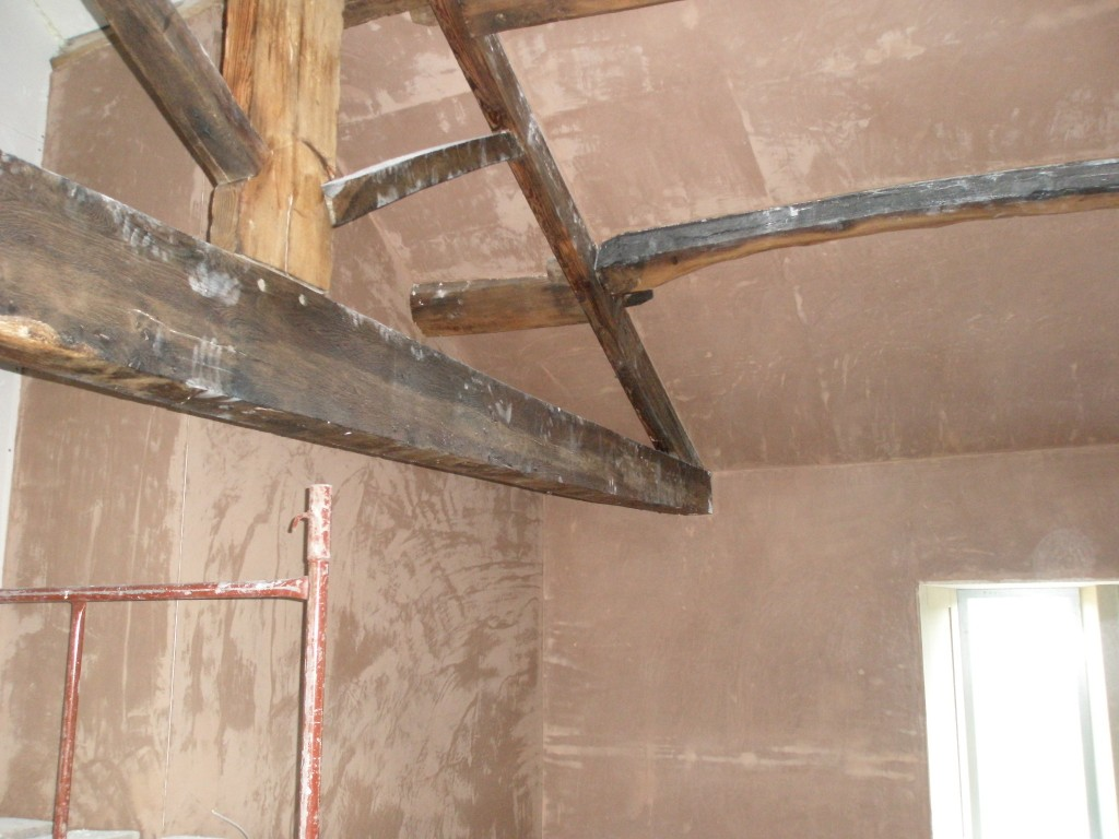 Cutting around beams with the insulated plasterboards was difficult, plastering around them is even more difficult.  But they are doing a great job.
