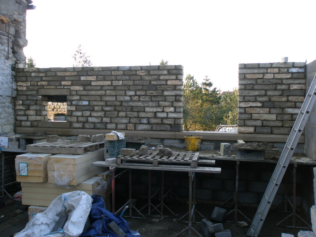 We have made the best of the dry weather today and pushed ahead with the internal kitchen wall.  Rain is due again tomorrow, but there is some more fine weather forecast for Saturday.