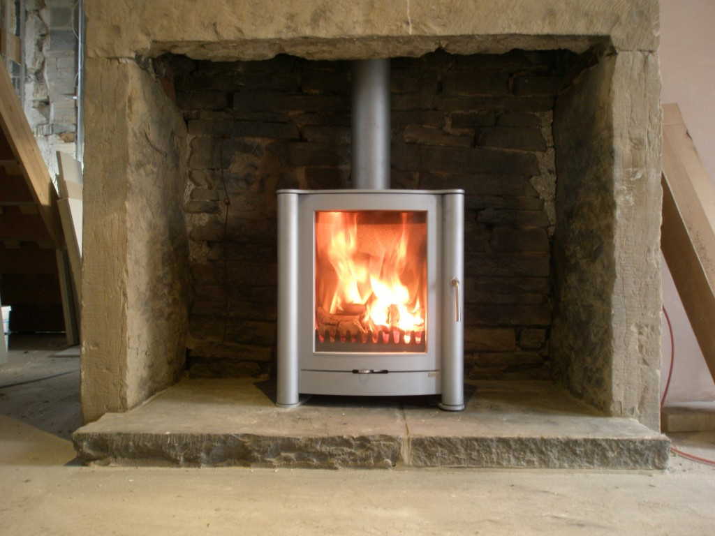 While we are still missing a crucial part of the Sparthem unit, we have installed the Firebelly stove in the snug.  I am really impressed with this unit - it is easy to light, the glass keeps clean and it pumps out the heat.  It is a big hit with the builders!