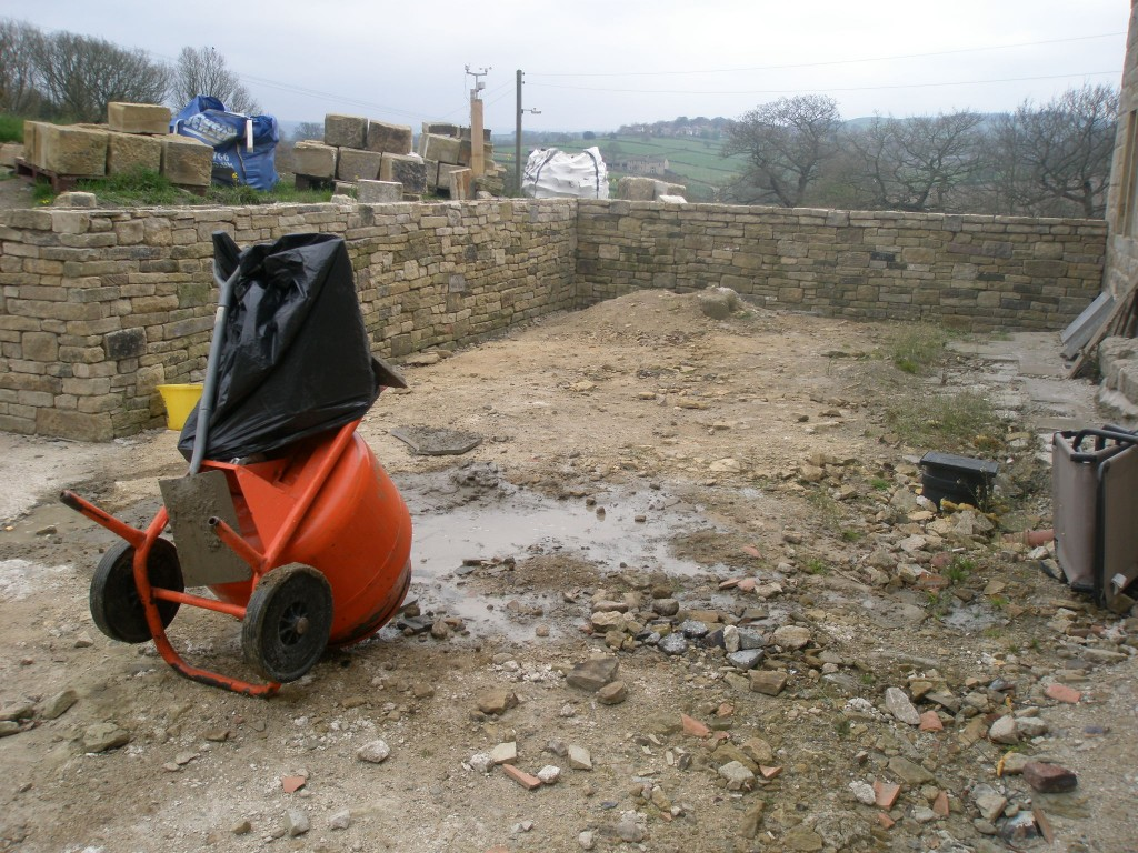 You can see the large topping stones in the background.  Once the sand and cement has set, we will have a go at getting this into position.  Rain is forecast overnight, hence the plastic bag over the cement mixer.
