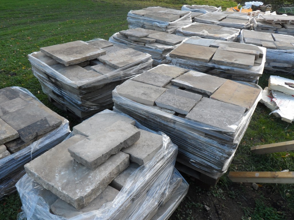 These arrived in the week on 4 lorries.  There should be enough flagstones here to cover the 154 sqm in the sunken garden.  It is difficult to believe that we are going to need this many flagstones, but we did measure it (at least twice!).  As well as the sunken garden, there are also a couple of areas to flag at the front of the property.