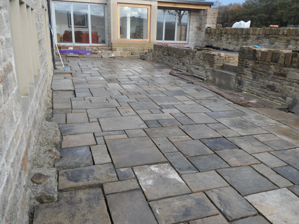 The flagstones have now been laid in the lower terrace in the sunken garden.  The holes for the uplighters will be drilled next week and we should then be able to get all the flags laid in this area.  We are going to use a special epoxy compound for the pointing, but this will be done when all of the flags have been laid.